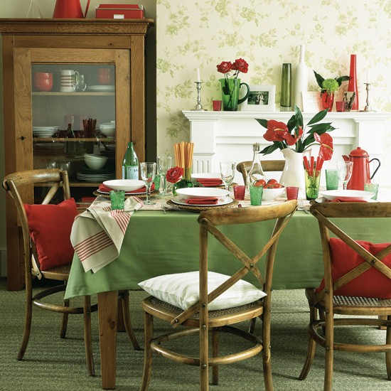 Christmas colors all year round laurie march for Red dining room decor