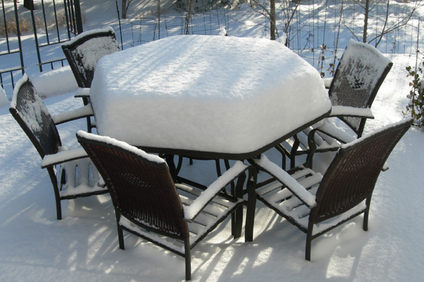patio_furniture_with_snow